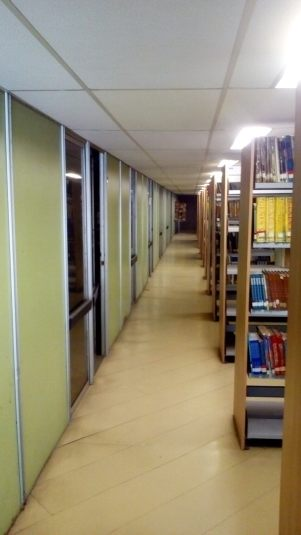 Corredor da biblioteca já arrumado, UFRJ